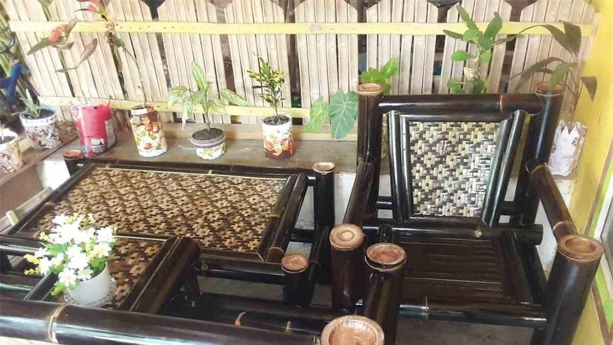 Kerajinan dari Bambu Hitam